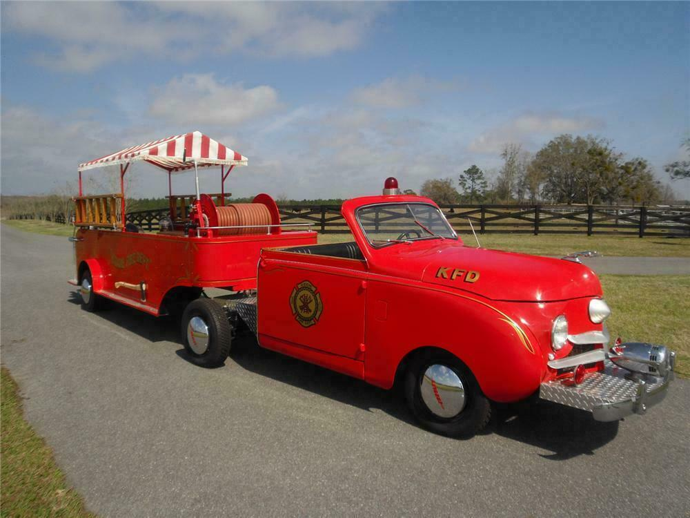 1949 CROSLEY HOOK AND LADDER FIRE TRUCK - Front 3/4 - 125173
