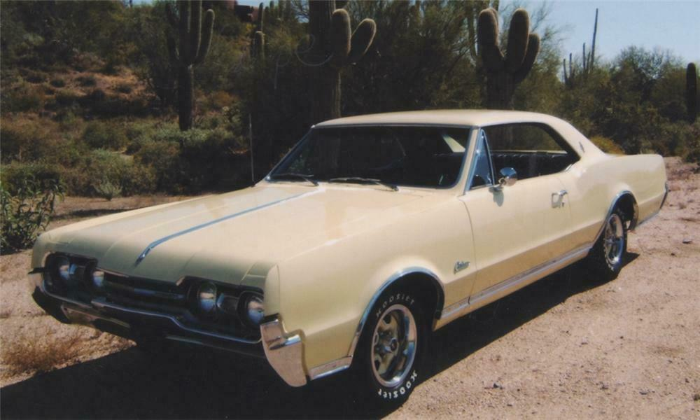 1967 OLDSMOBILE CUTLASS SUPREME COUPE - Front 3/4 - 16142