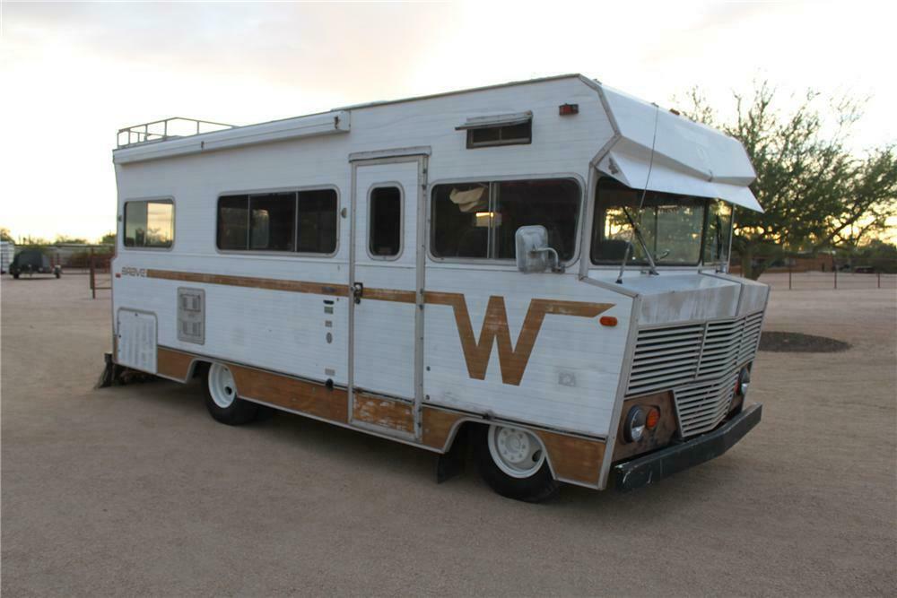 1972 WINNEBAGO CUSTOM RV - Front 3/4 - 161483