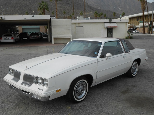 1981 OLDSMOBILE CUTLASS COUPE - Front 3/4 - 187580