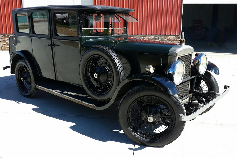 1929 DAIMLER 4-DOOR SEDAN - Front 3/4 - 199870