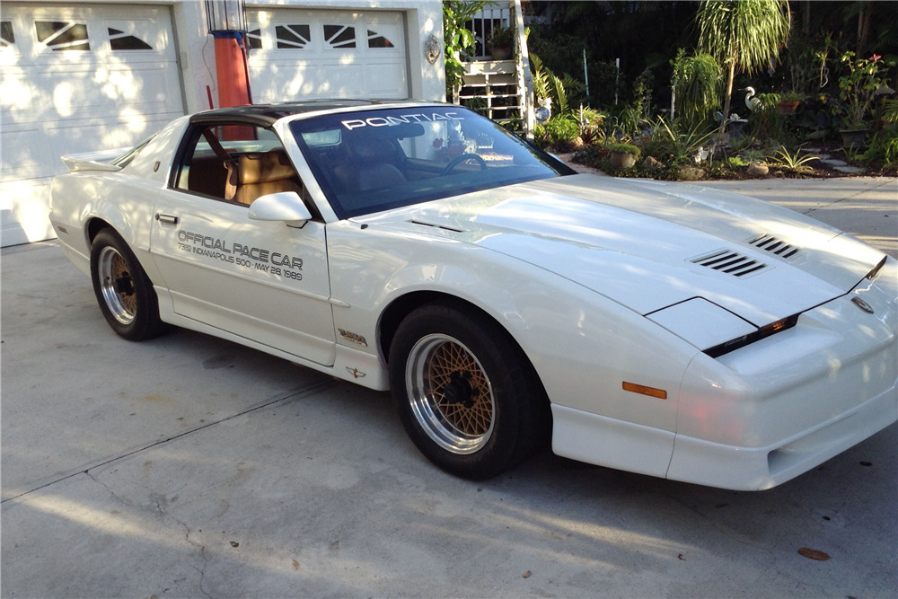 1989 PONTIAC TRANS AM PACE CAR - Front 3/4 - 206122
