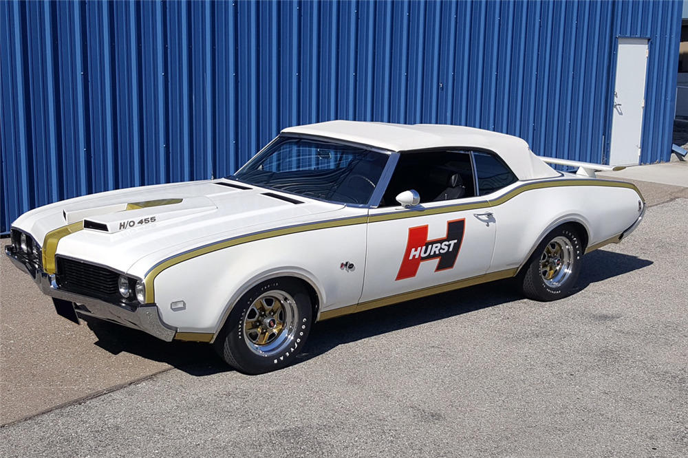 1969 OLDSMOBILE CUTLASS HURST PACE CAR RE-CREATION - Front 3/4 - 210106