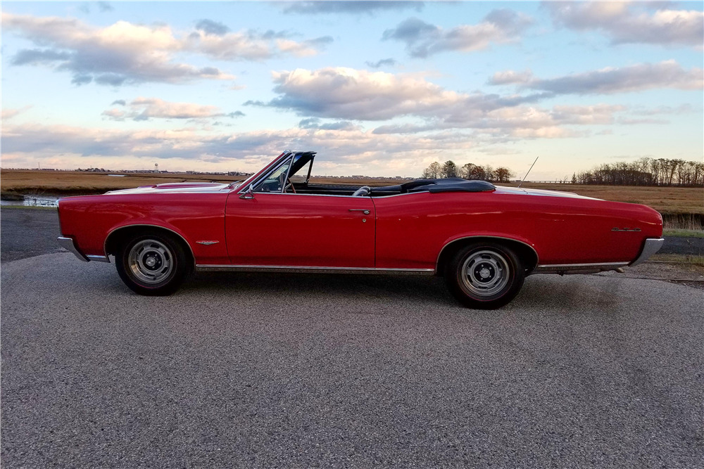 1966 PONTIAC GTO CONVERTIBLE - Side Profile - 213345