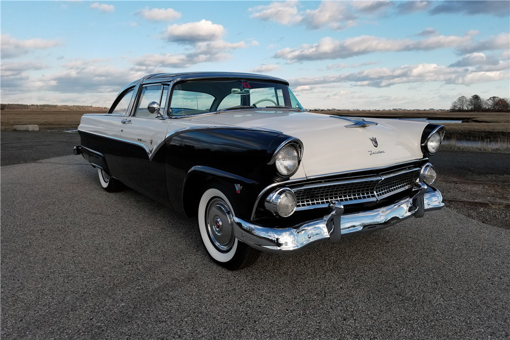 1955 FORD CROWN VICTORIA SKYLINER - Front 3/4 - 213346