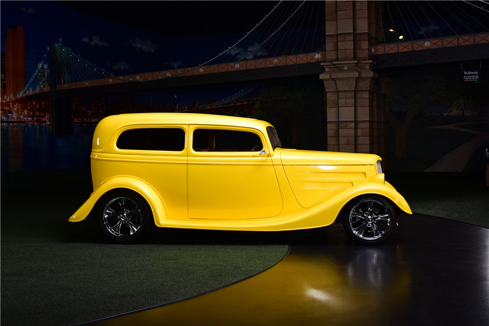 1933 FORD CUSTOM COUPE - Side Profile - 217664
