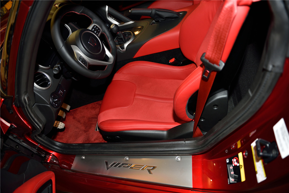2013 DODGE VIPER GTS - Interior - 217816