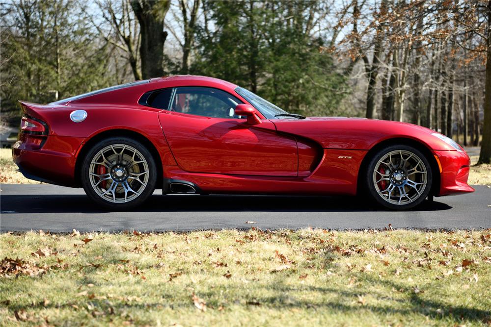 2013 DODGE VIPER GTS - Side Profile - 217816