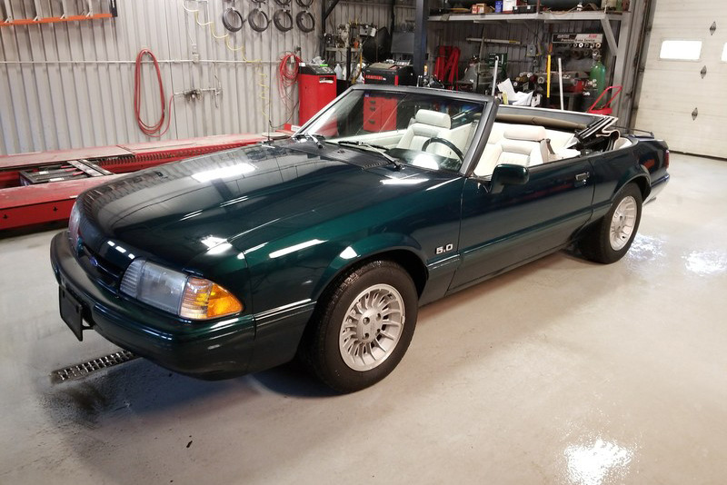 1990 FORD MUSTANG CONVERTIBLE - Front 3/4 - 217828