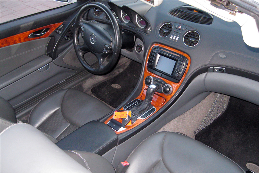 2004 MERCEDES-BENZ SL500 - Interior - 217925