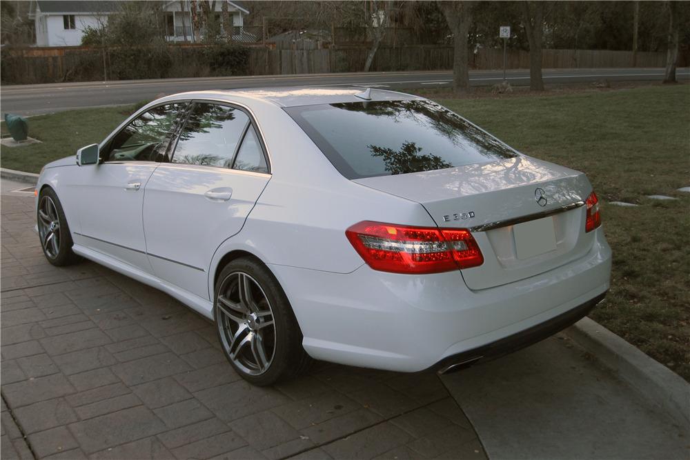 2010 MERCEDES-BENZ E350 - Rear 3/4 - 217965