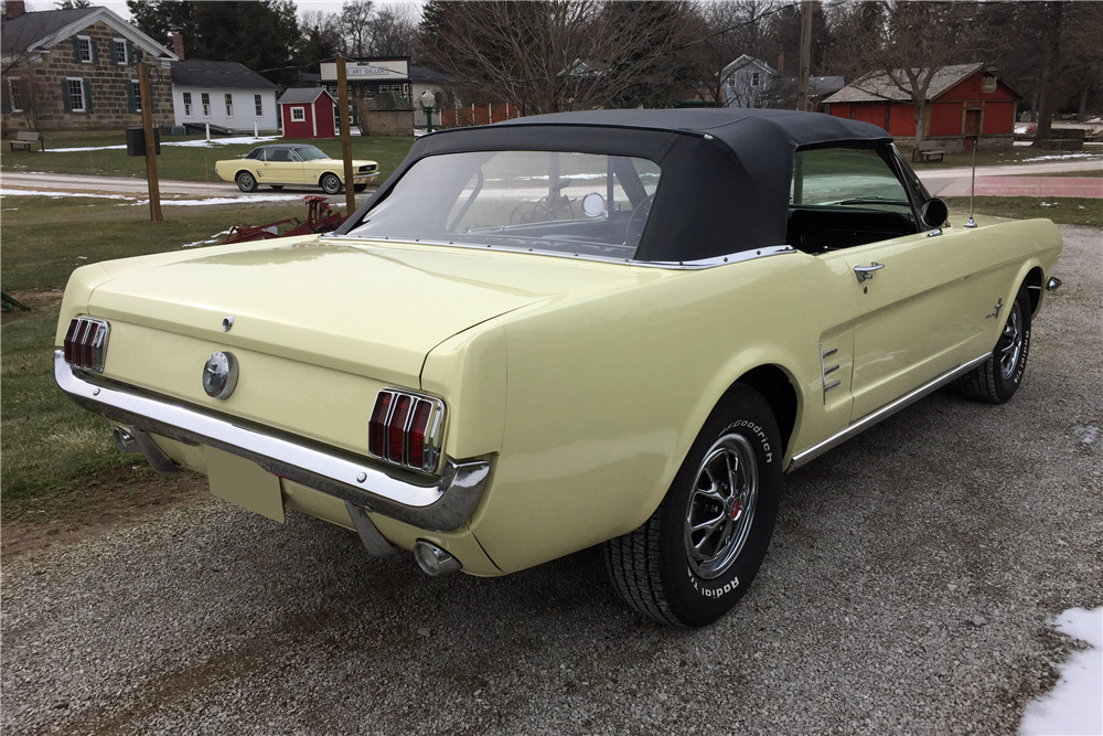 1966 FORD MUSTANG CONVERTIBLE - Rear 3/4 - 217987