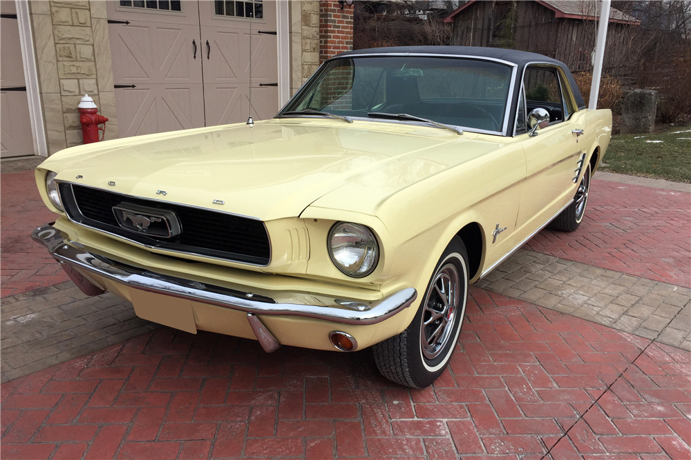 1966 FORD MUSTANG - Front 3/4 - 217988