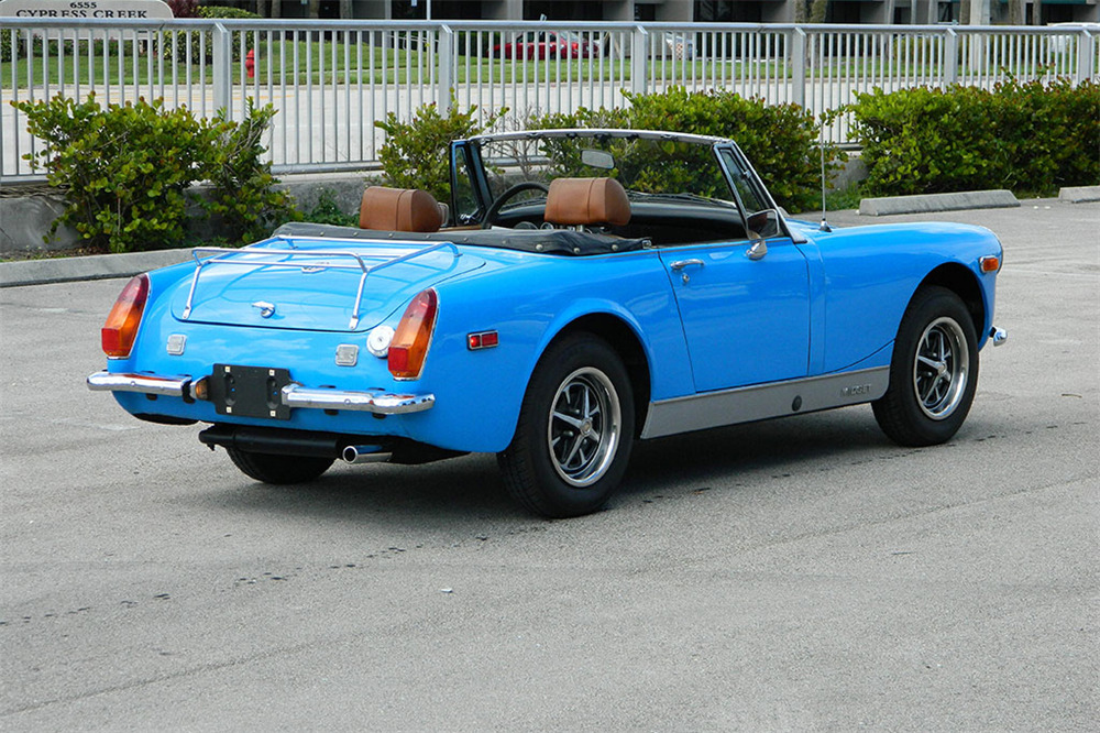 1974 MG MIDGET CONVERTIBLE - Rear 3/4 - 218044