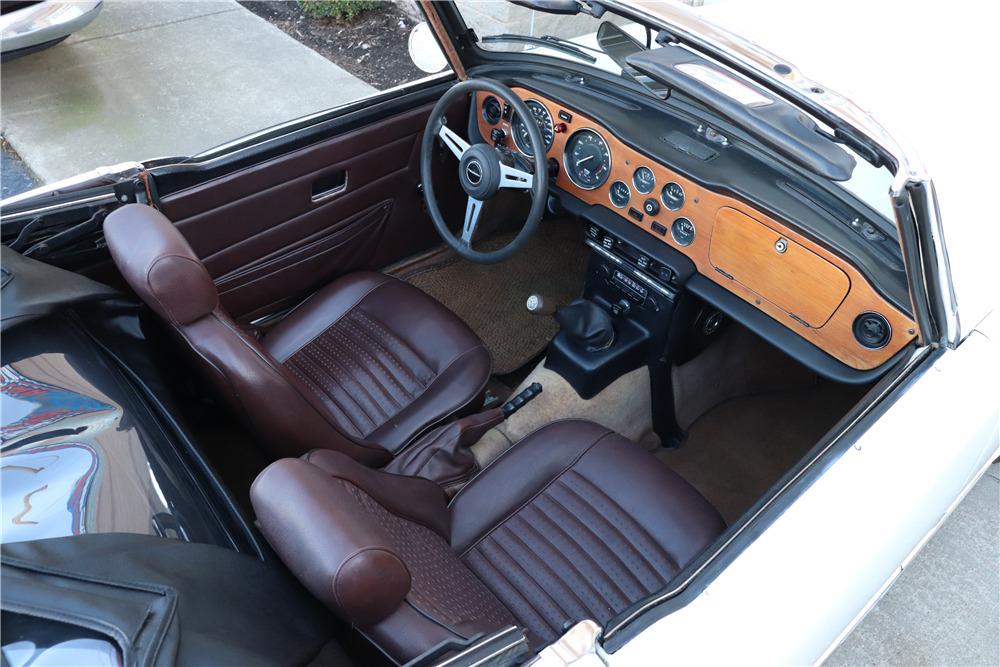 1974 TRIUMPH TR6 CONVERTIBLE - Interior - 218056