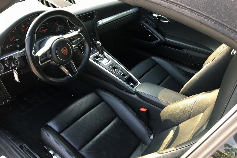2017 PORSCHE 911 CARRERA CABRIOLET - Interior - 218894