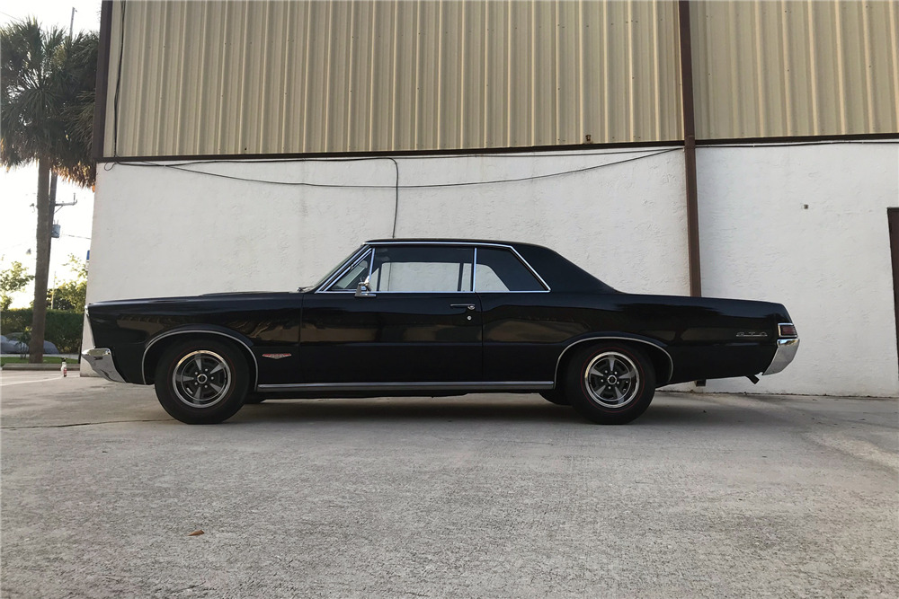 1965 PONTIAC GTO - Side Profile - 219790