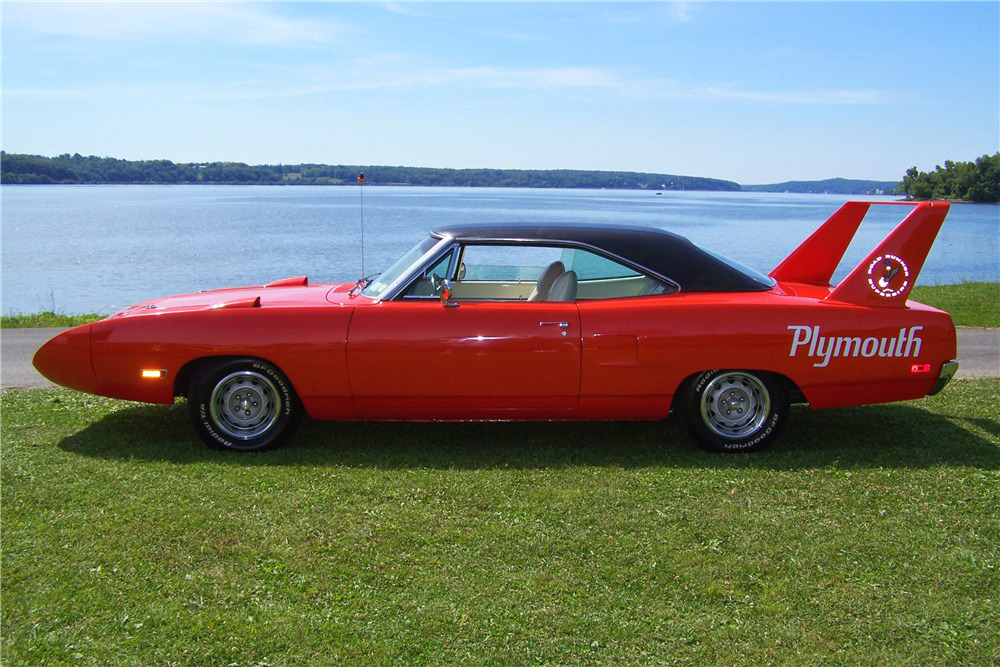 1970 PLYMOUTH ROAD RUNNER SUPERBIRD - Side Profile - 219860
