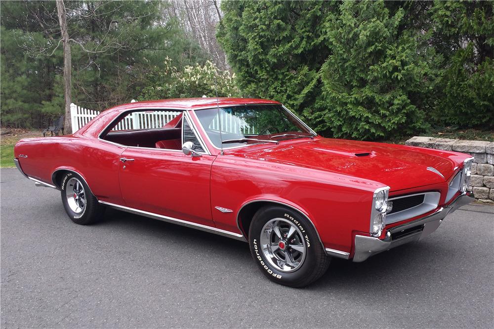 1966 PONTIAC GTO - Front 3/4 - 219903