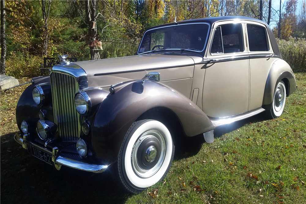 1953 BENTLEY R-TYPE SEDAN - Front 3/4 - 219963