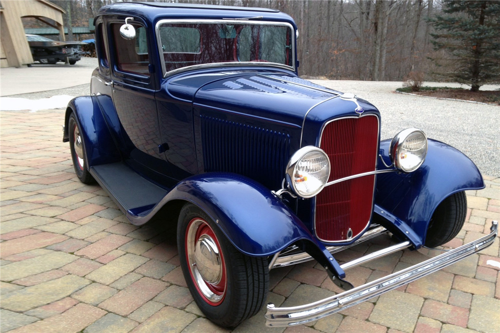 1932 FORD 5-WINDOW COUPE - Front 3/4 - 220011