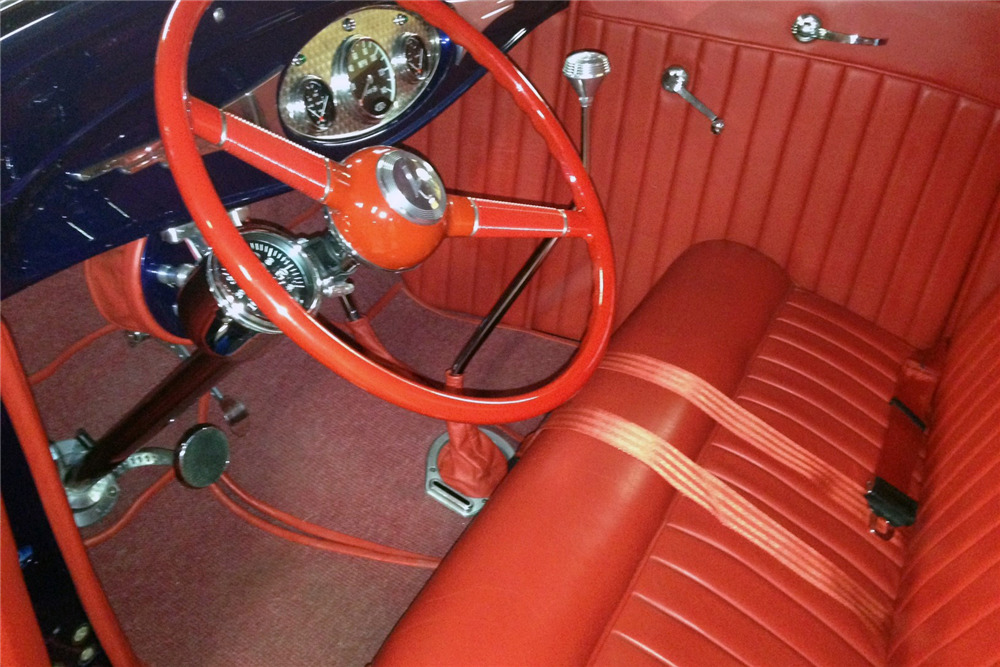 1932 FORD 5-WINDOW COUPE - Interior - 220011