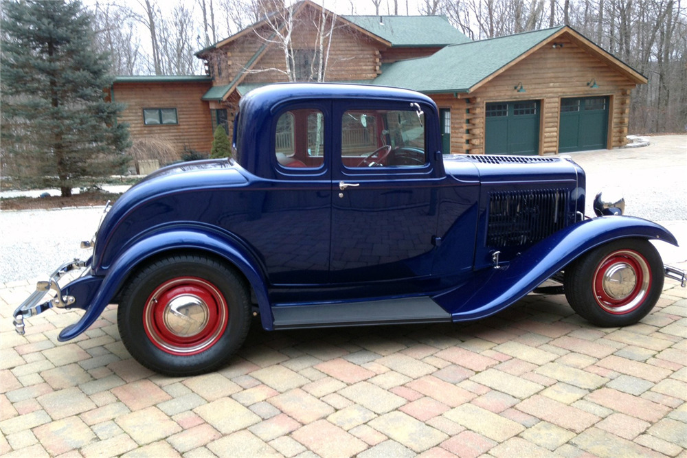 1932 FORD 5-WINDOW COUPE - Side Profile - 220011