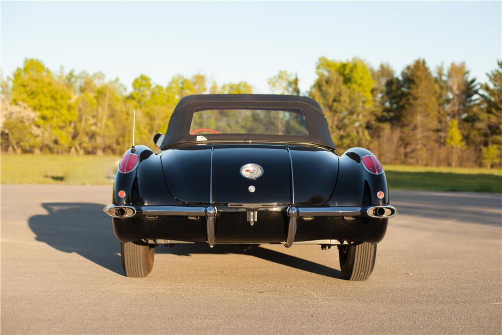 1958 CHEVROLET CORVETTE 283/230 - Rear 3/4 - 220049