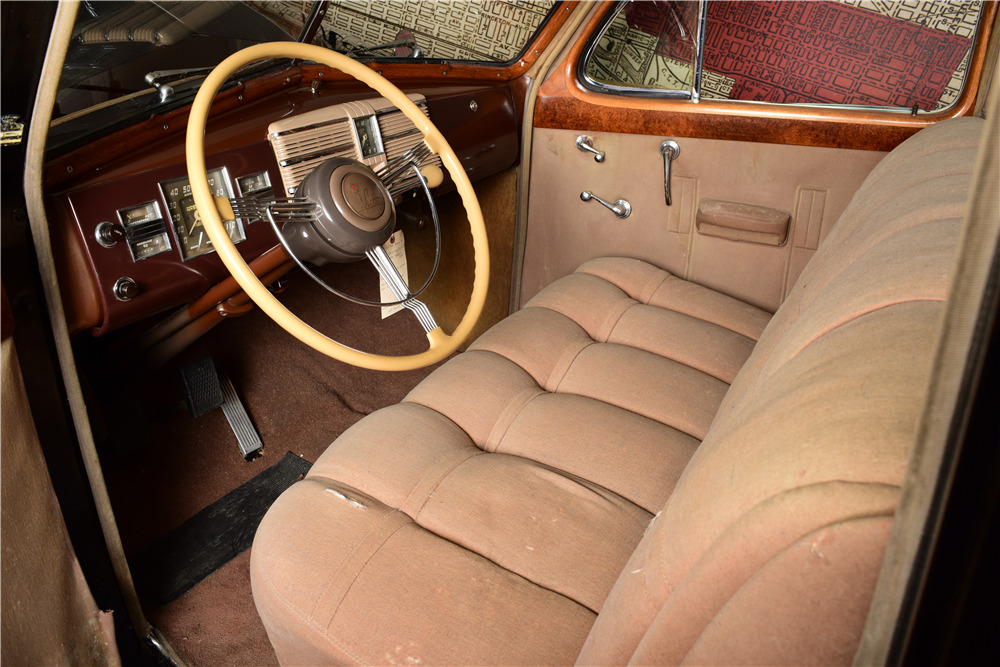1938 CADILLAC V16 SERIES 90 - Interior - 220133