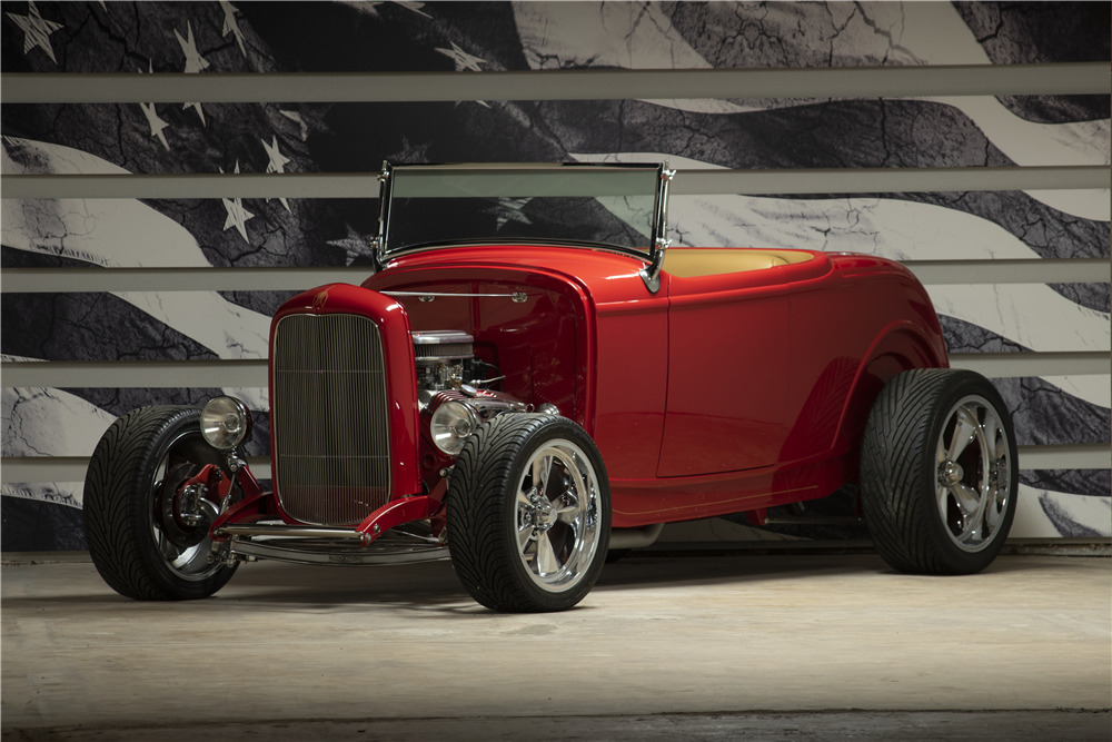 1932 FORD CUSTOM ROADSTER - Front 3/4 - 220149