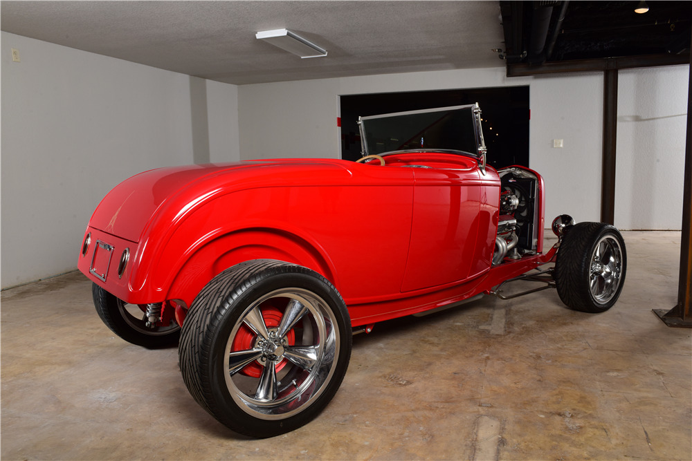 1932 FORD CUSTOM ROADSTER - Rear 3/4 - 220149