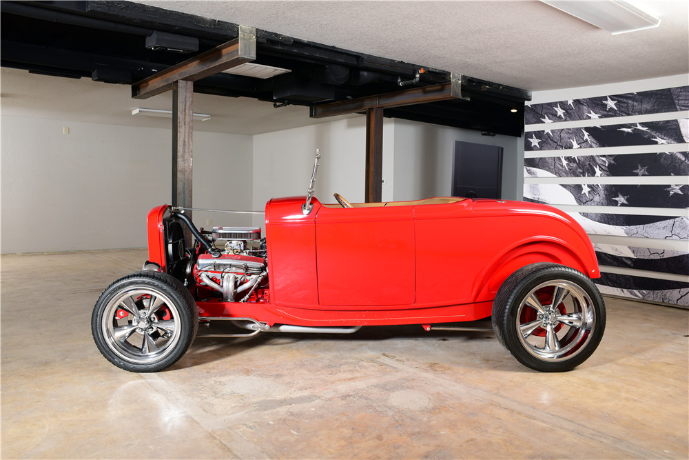 1932 FORD CUSTOM ROADSTER - Side Profile - 220149