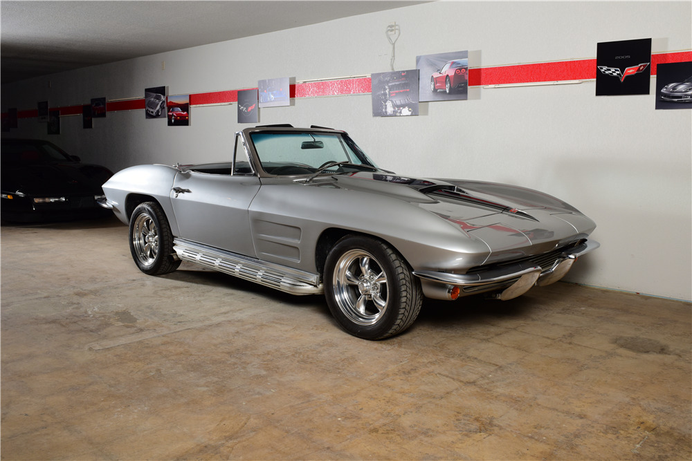 1964 CHEVROLET CORVETTE CUSTOM CONVERTIBLE - Front 3/4 - 220167