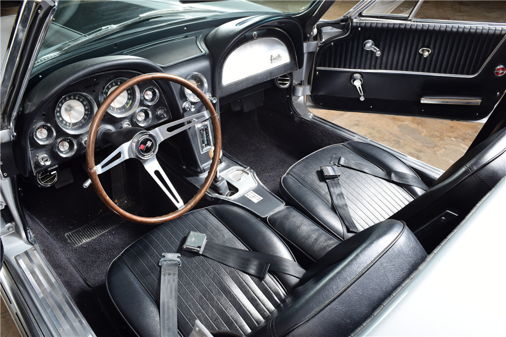 1964 CHEVROLET CORVETTE CUSTOM CONVERTIBLE - Interior - 220167