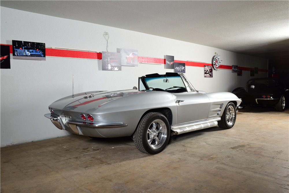 1964 CHEVROLET CORVETTE CUSTOM CONVERTIBLE - Rear 3/4 - 220167