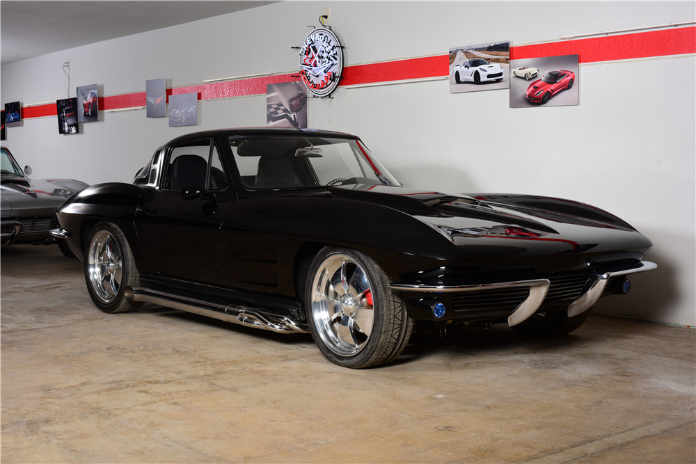 1964 CHEVROLET CORVETTE CUSTOM COUPE - Front 3/4 - 220168