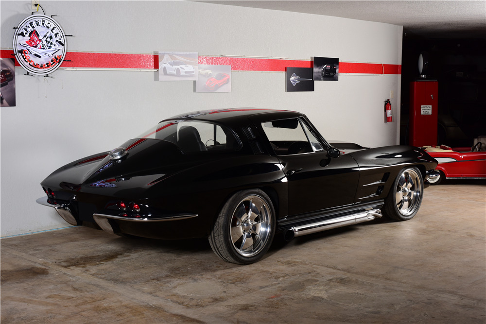 1964 CHEVROLET CORVETTE CUSTOM COUPE - Rear 3/4 - 220168