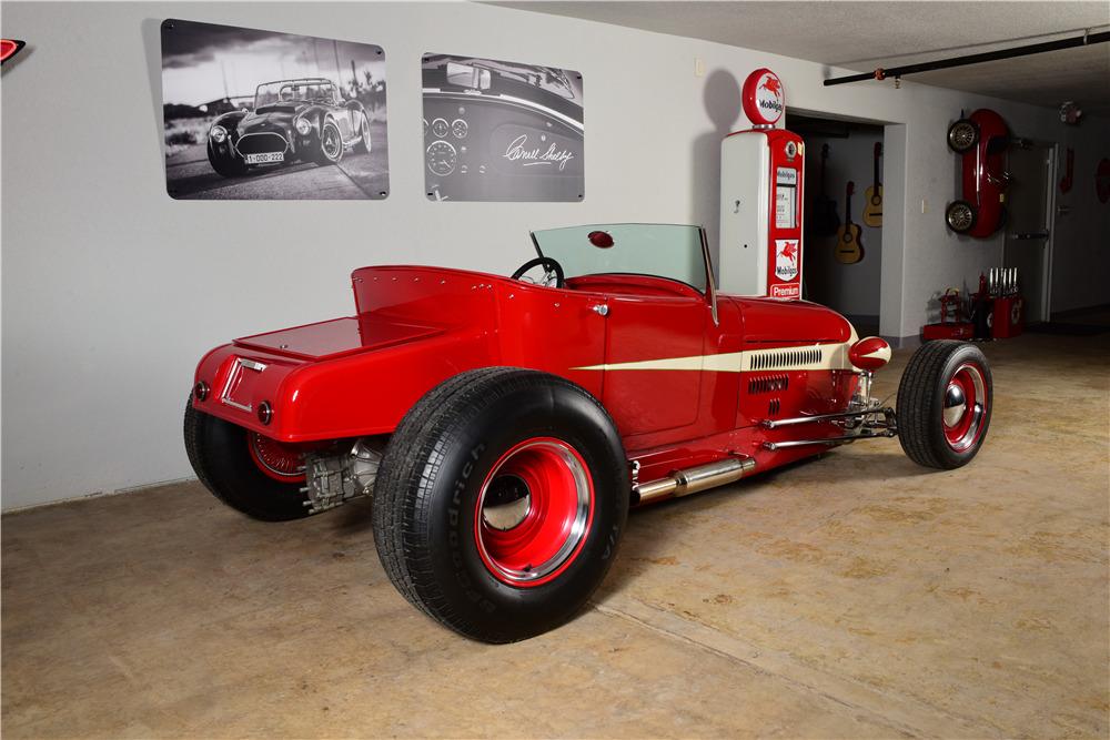 1926 FORD CUSTOM ROADSTER - Rear 3/4 - 220170