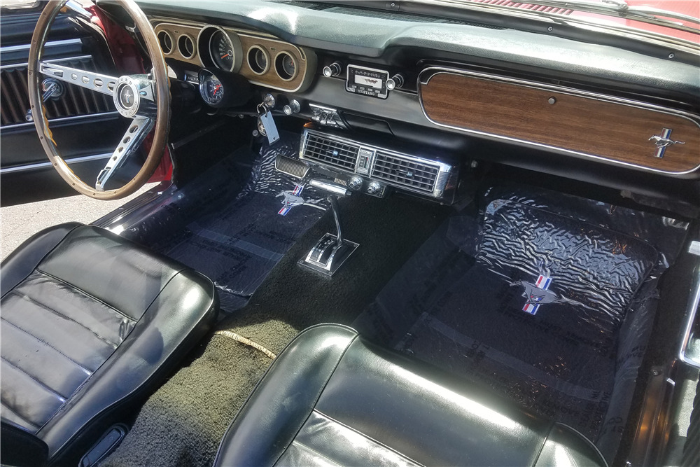 1965 FORD MUSTANG CONVERTIBLE - Interior - 220202