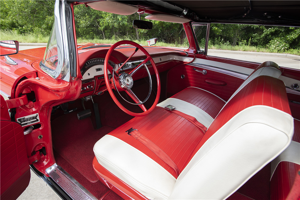 1957 FORD FAIRLANE SUNLINER CONVERTIBLE - Interior - 220371