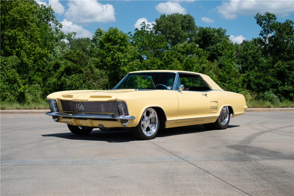 1964 BUICK RIVIERA CUSTOM COUPE - Front 3/4 - 220372