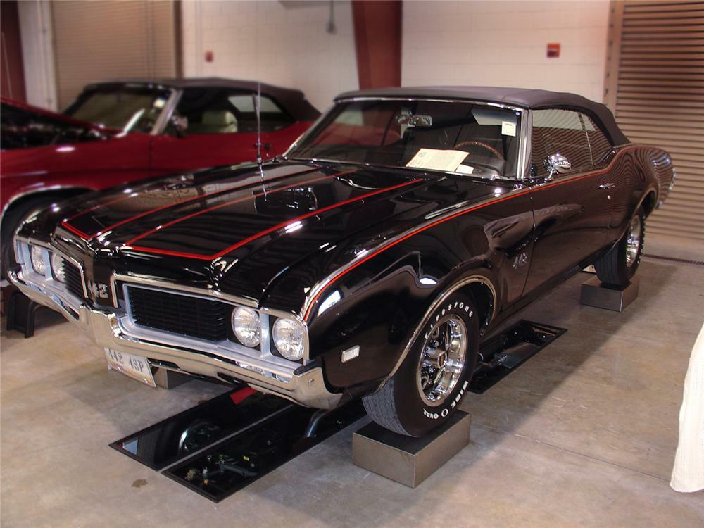 1969 OLDSMOBILE 442 CONVERTIBLE - Front 3/4 - 63839