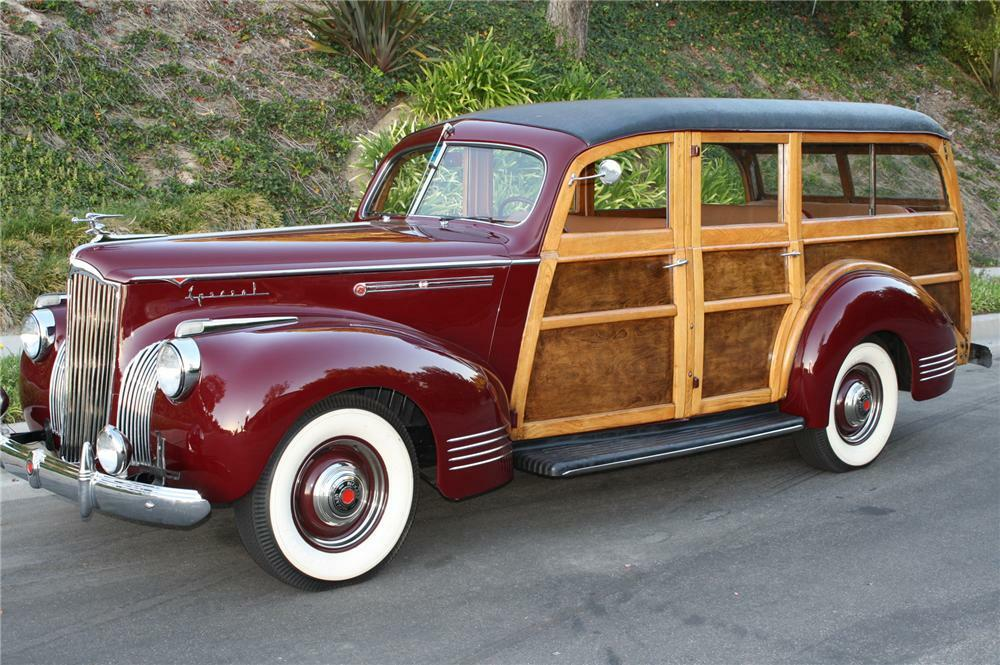 1941 PACKARD 110 WOODY WAGON - Front 3/4 - 96082