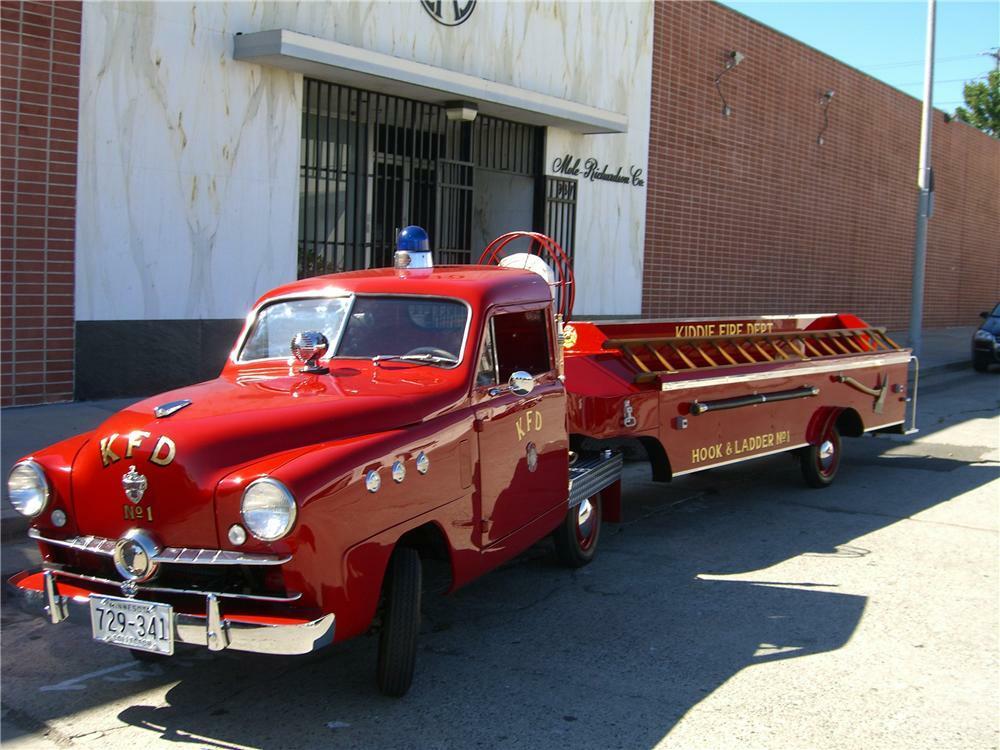 1951 CROSLEY FIRE HOOK & LADDER FIRE TRUCK - Front 3/4 - 96228