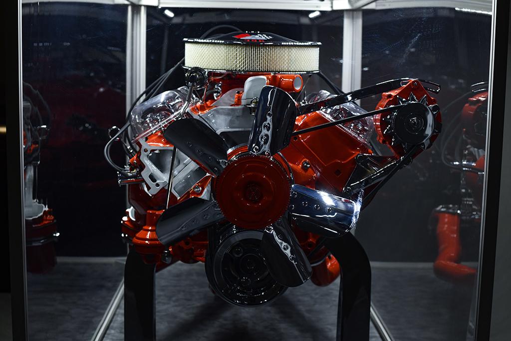 1965 Chevrolet Corvette 396-425 Cutaway Engine Display_Side