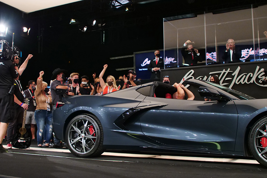 Cheers erupted on the block as a 2020 Chevrolet Corvette sold for $370,000 to benefit the HeartStrings Foundation.