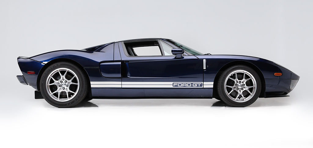 SD20 - Lot 1375 - 2005 Ford GT_side