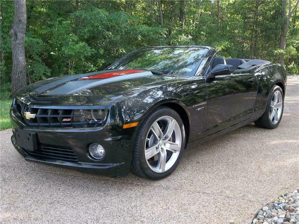 2017 Chevrolet Camaro Ss Convertible 45th Anniversary Front 3 4 130629