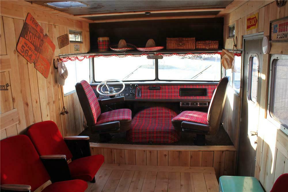 1972 WINNEBAGO CUSTOM RV
