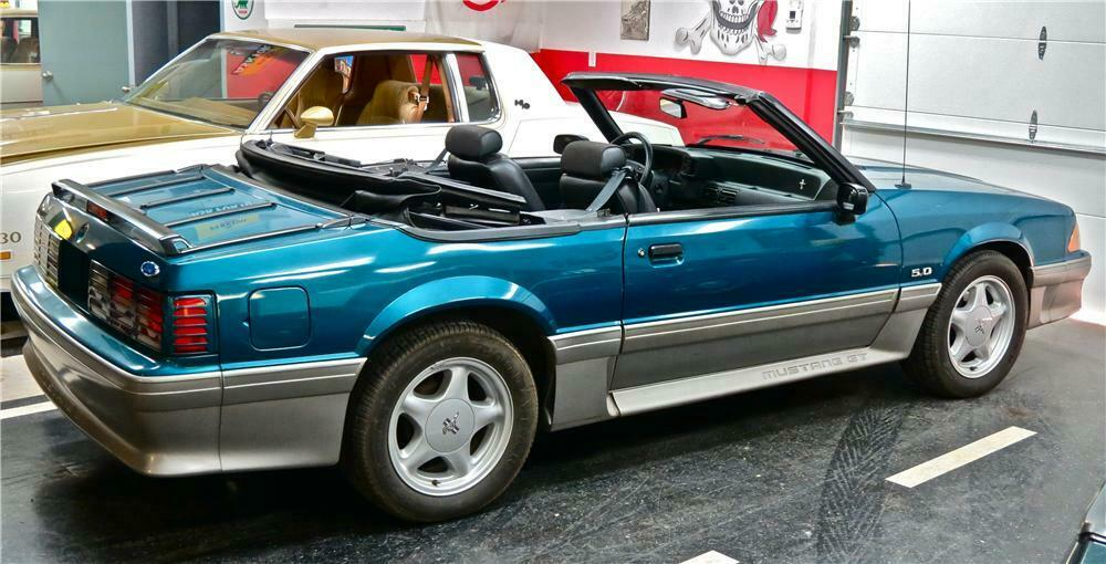 1993 Ford Mustang Gt Convertible Rear 3 4 161487